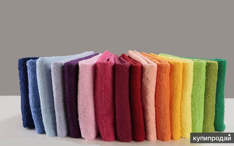 Махровые простыни разных цветов.