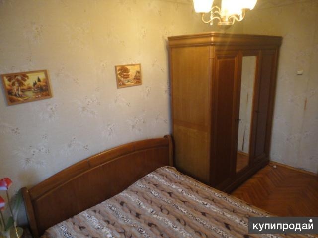 Спальний гарнитур из натурального дерева