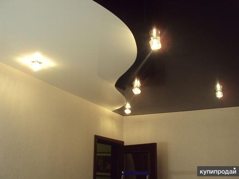 Фото натяжной потолок спайка двух цветов