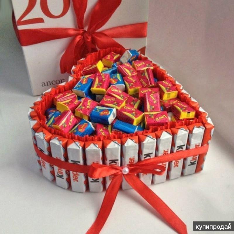 Подарок на день рождения из конфет своими руками фото