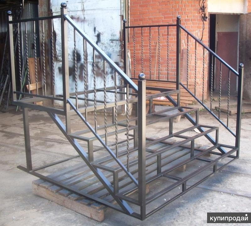 Каркас входной лестницы стандартный и с элементами литья/ковки