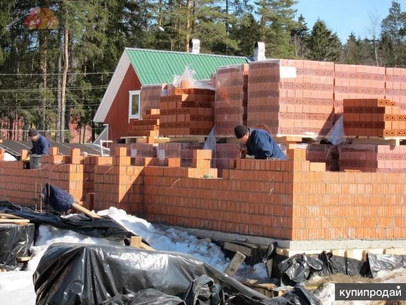 Строительство дома из кирпича.