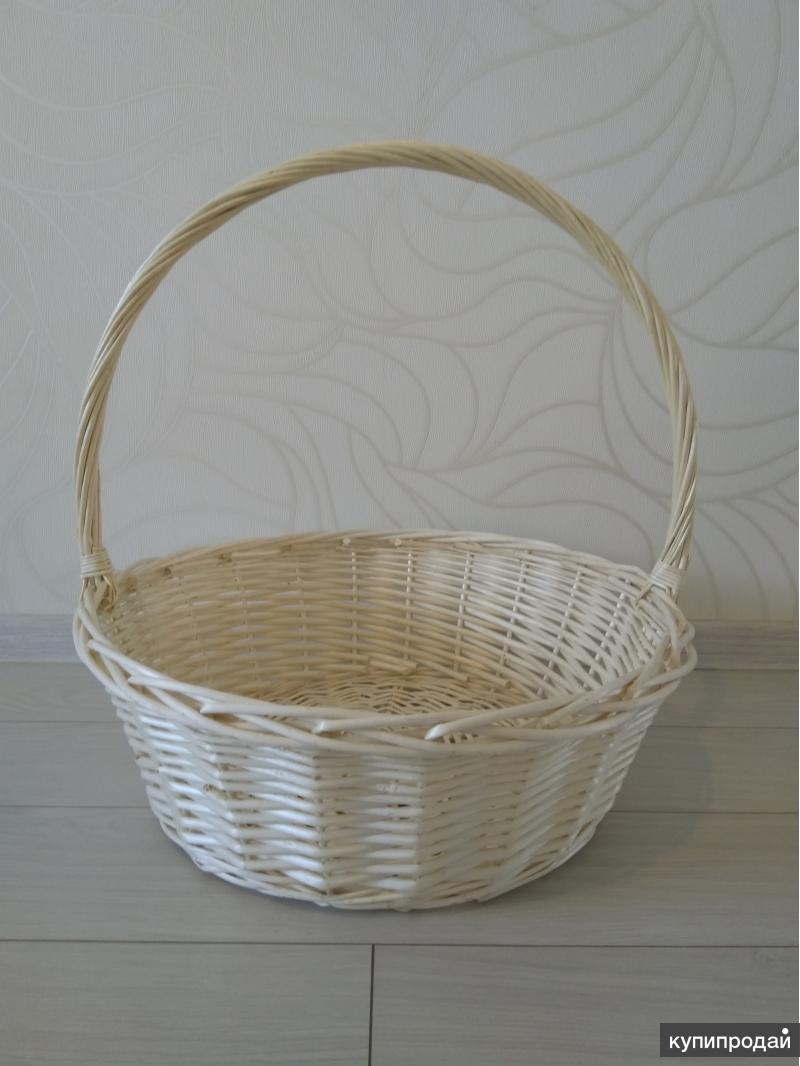 Корзина плетеная с высокой ручкой (белая)