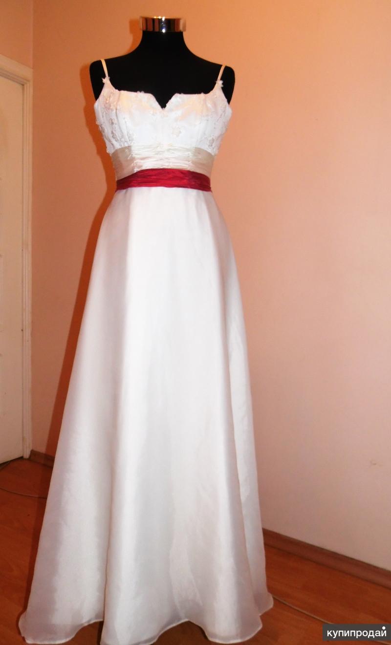 Свадебное  платье ( шлейф)