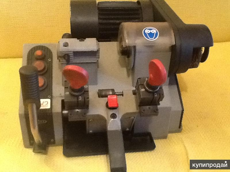 Механические Итальянские станки для изготовления ключей.