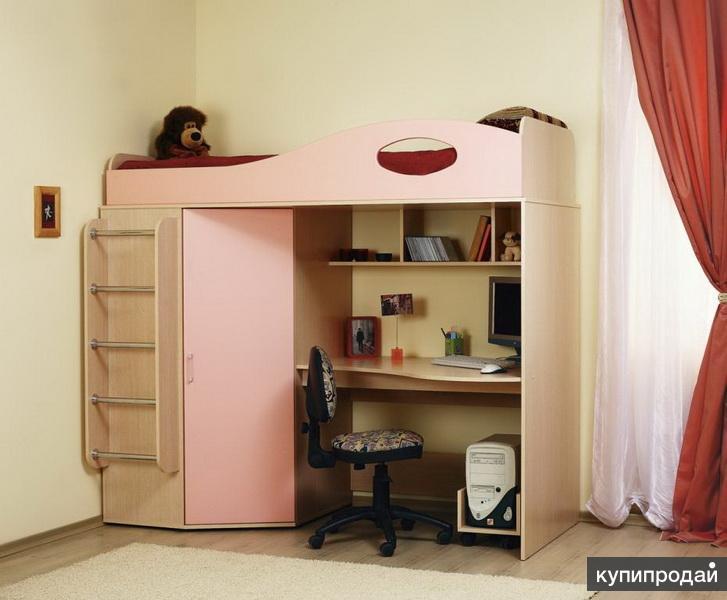 Кровать-чердак со столом и шкафом