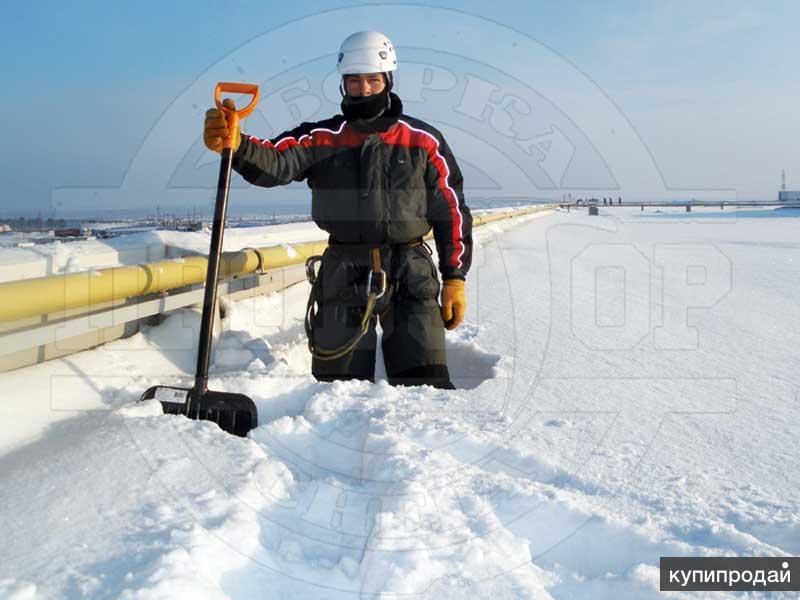 Уборка снега с крыш. Очистка кровли от наледи, сосулек и снега в Белгороде
