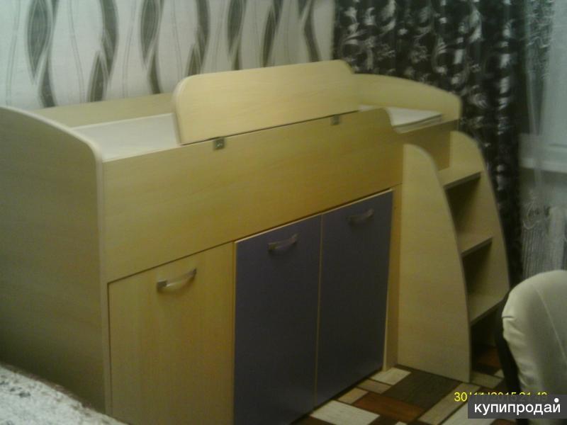 детский уголок кровать стол место для игрушек  шкаф для вещей.