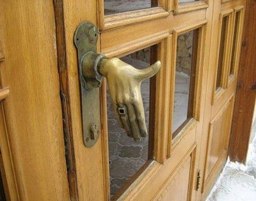 Двери.