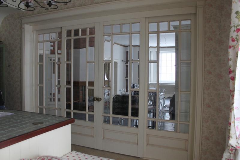 Изготовление раздвижных перегородок и дверей из массива.