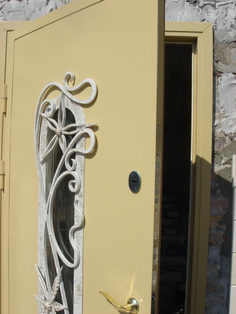 купить входную стальную дверь в розницу