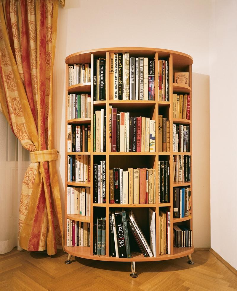 Настенная полка для книг.