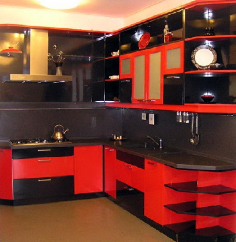 Дизайн кухни красного цвета, красный фартук, отделка
