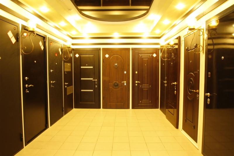 входные двери метались со стеклом