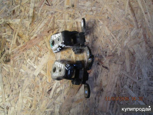 Петли двери передней комплект левой Skoda fabia  07-15
