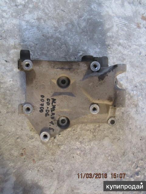 Кронштейн генератора и кондиционера Nissan Almera (N16)  1.5 00-06