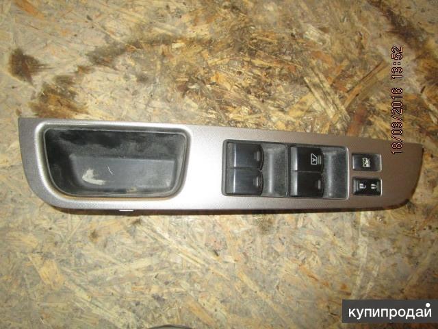 Блок кнопок двери передней левой Nissan Tiida С11 sedan 07-15