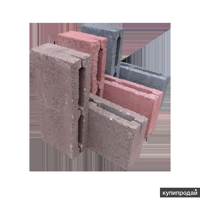 Пустотный бетонный блок серый и (или) цветной.