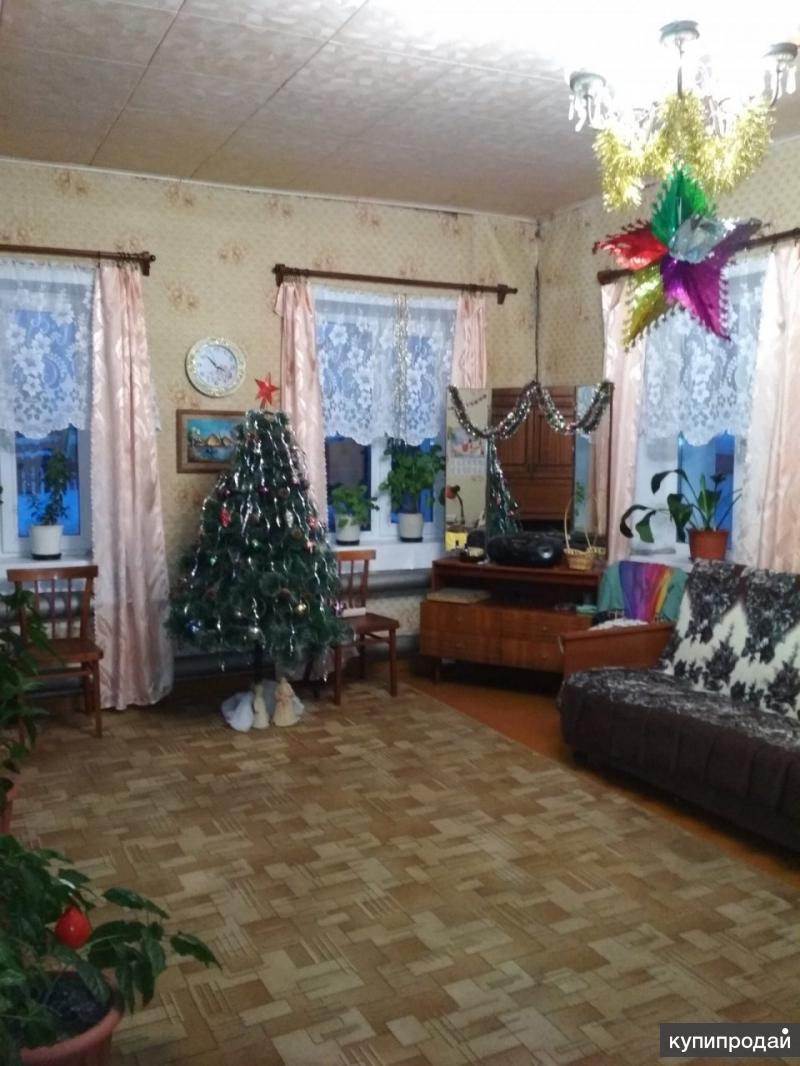 Продаю пол дома в городе Слободской. Соседи очень хорошие.