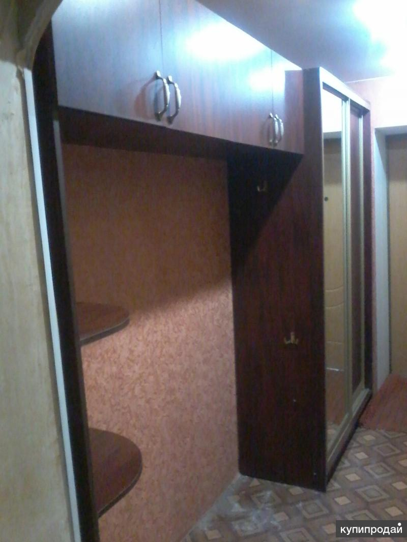 Продам набор мебели для прихожей за 4000 рублей.