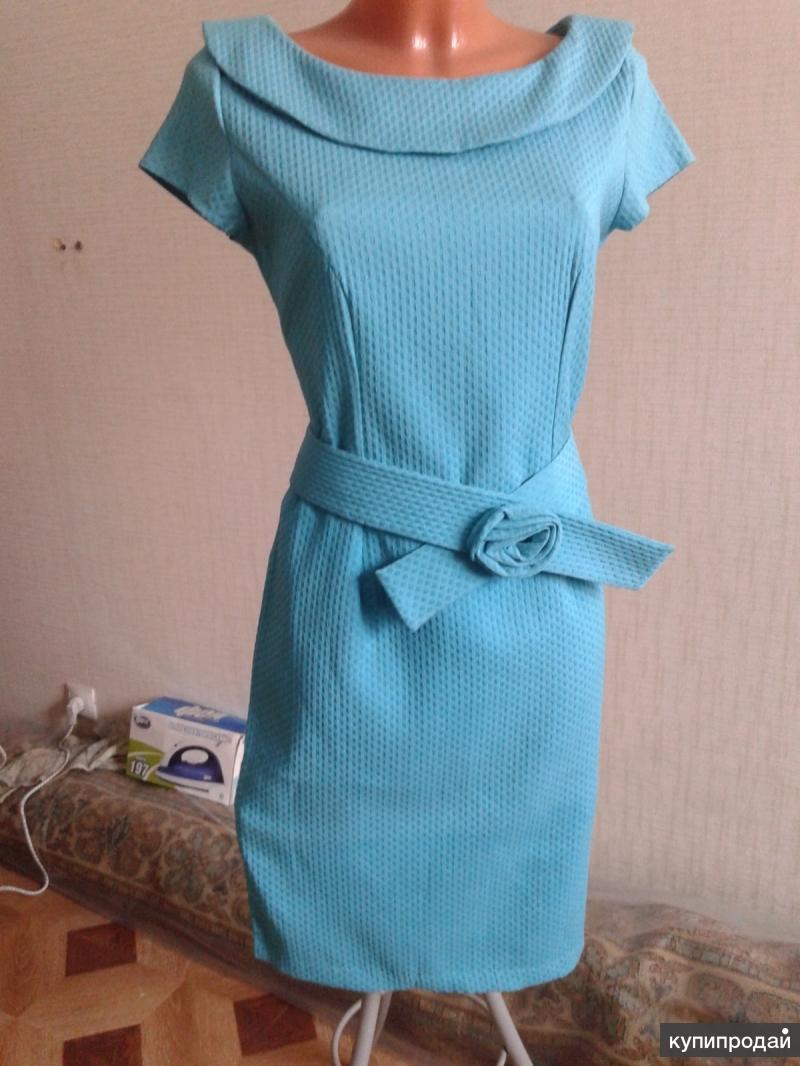 Платье зеленое модное