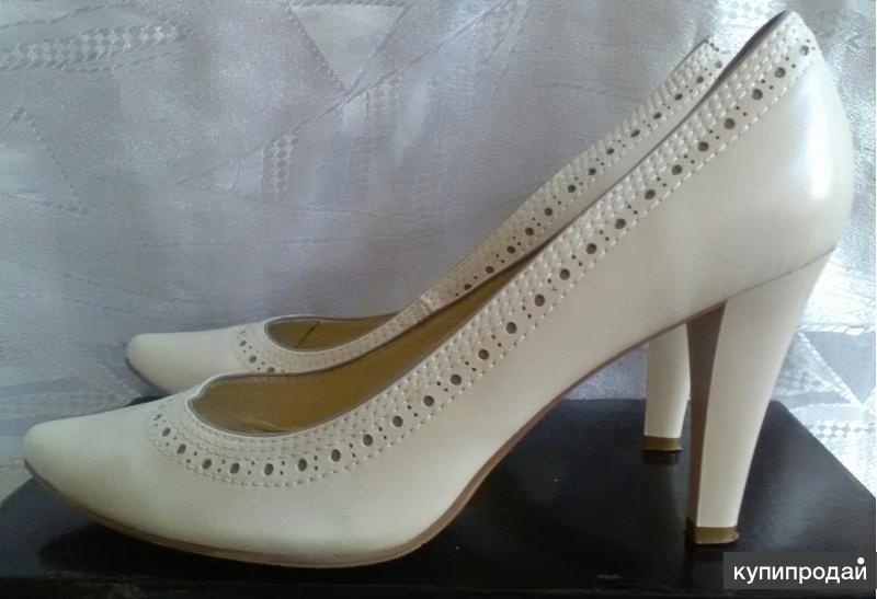 Туфли натур.кожа, перфорация, на высоком каблуке