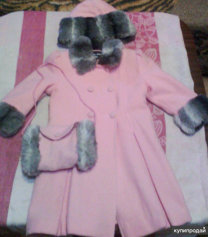 Продам пальто для девочки на 6-8 лет