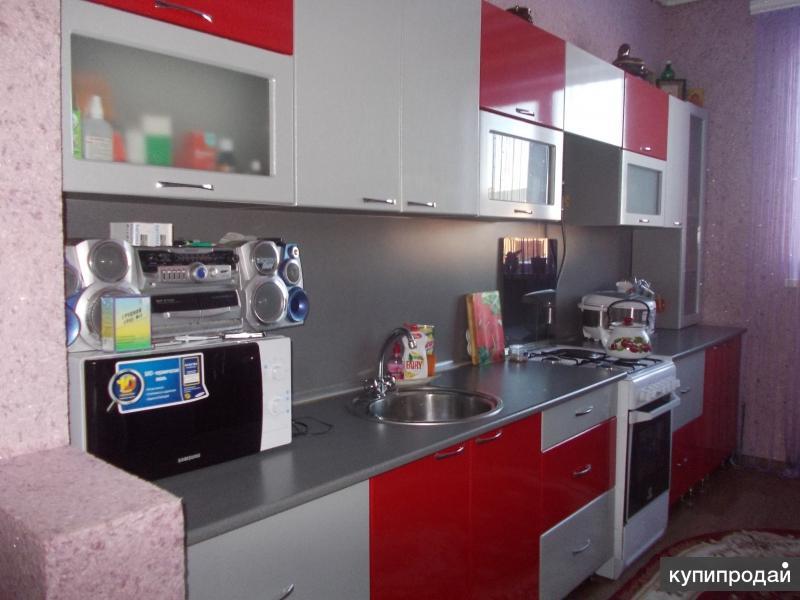 Продам Кухонный гарнитур и кухонный стол с 6 стульями