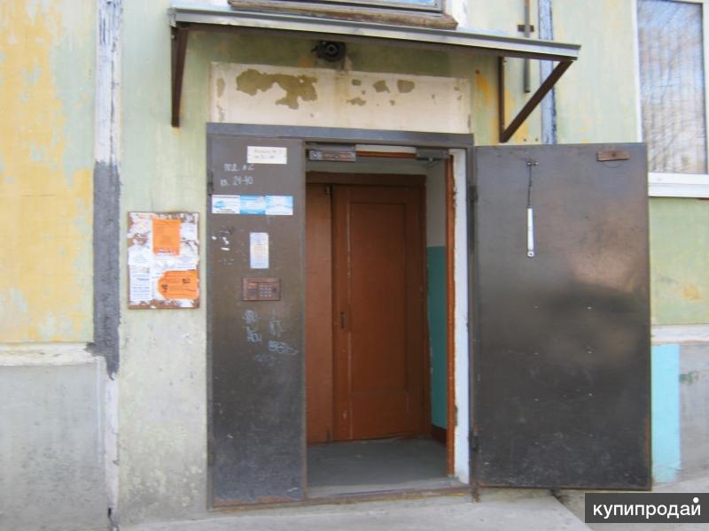 установка железной двери для подъезда с домофоном