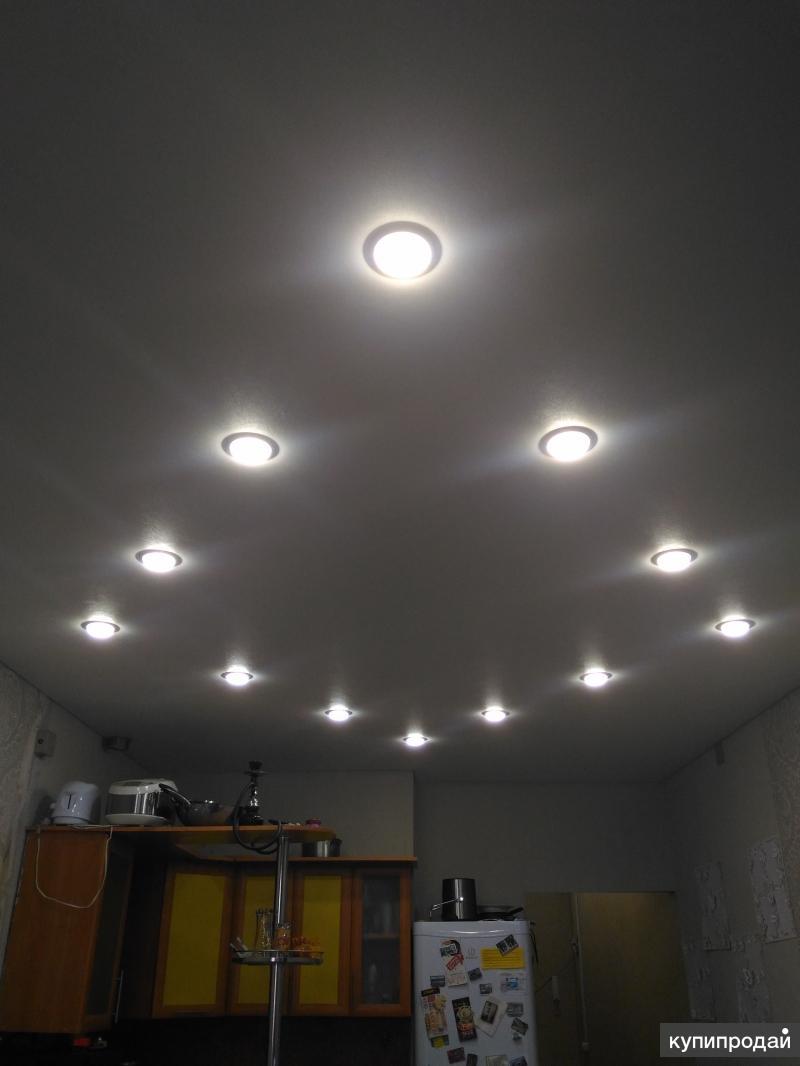 Как расположить лампочки на натяжном потолке фото