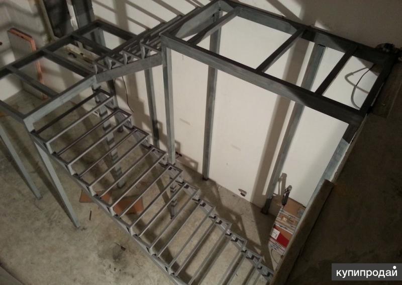 Лестница на металлическом каркасе арт020