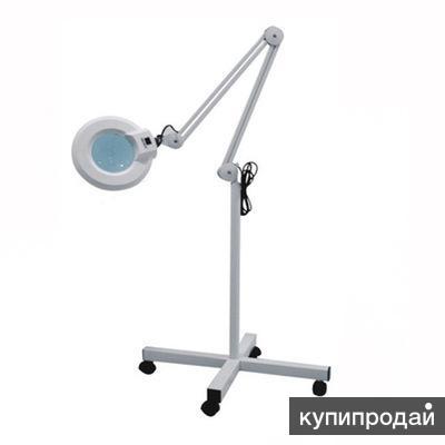 Лампа напольная на колесах