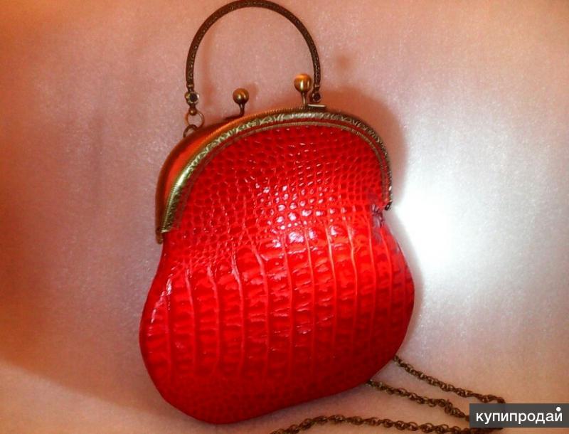 Авторская сумочка кожаная красная (имитация крокодила) на фермуаре с ручкой