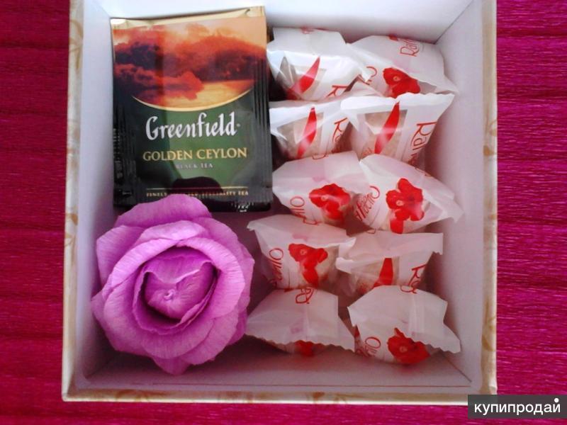 подарочный набор из чая Гринфилд и конфет Рафаэлло