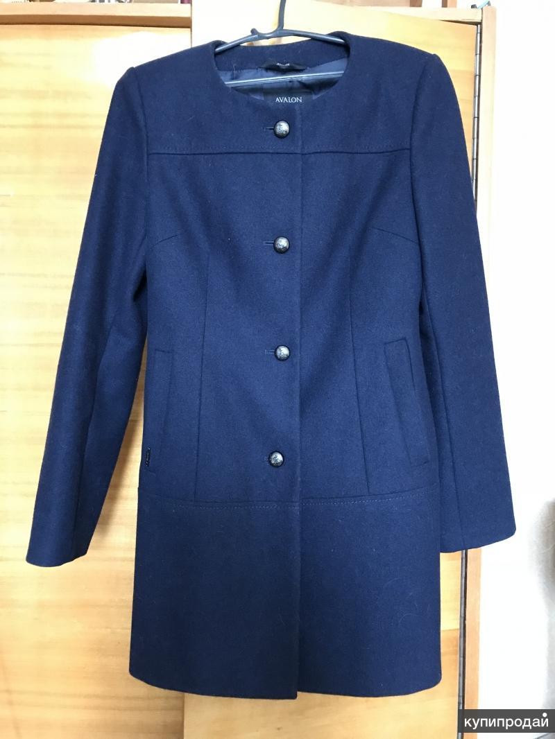 Темно синее женское пальто