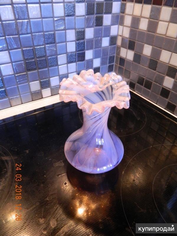 нежная декоративная вазочка