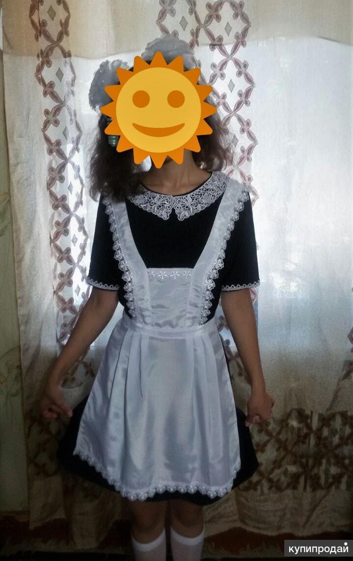 Школьное платье с белым фартуком