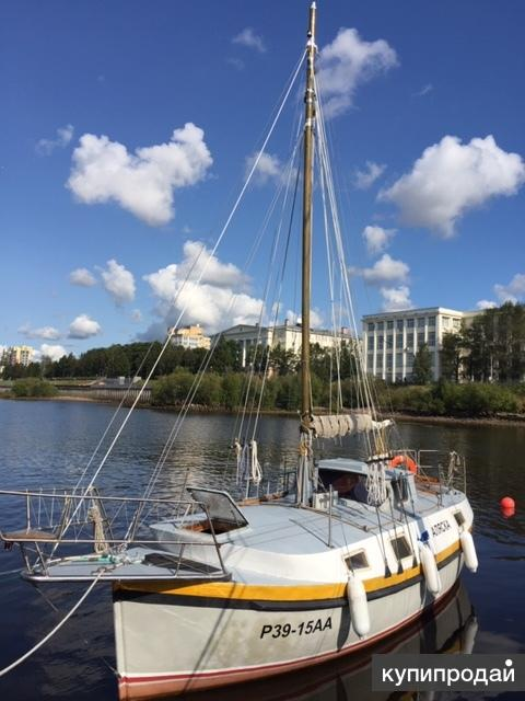 Моторно-парусное судно