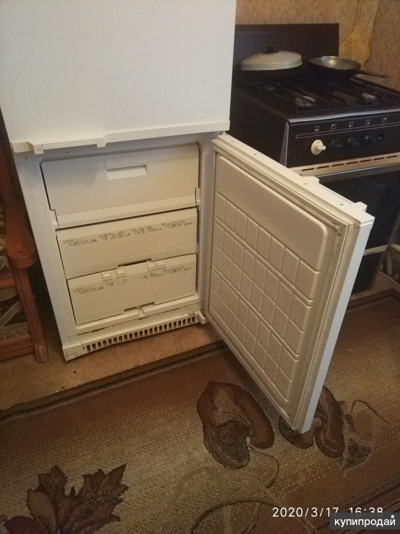 Холодильник двухкамерный .