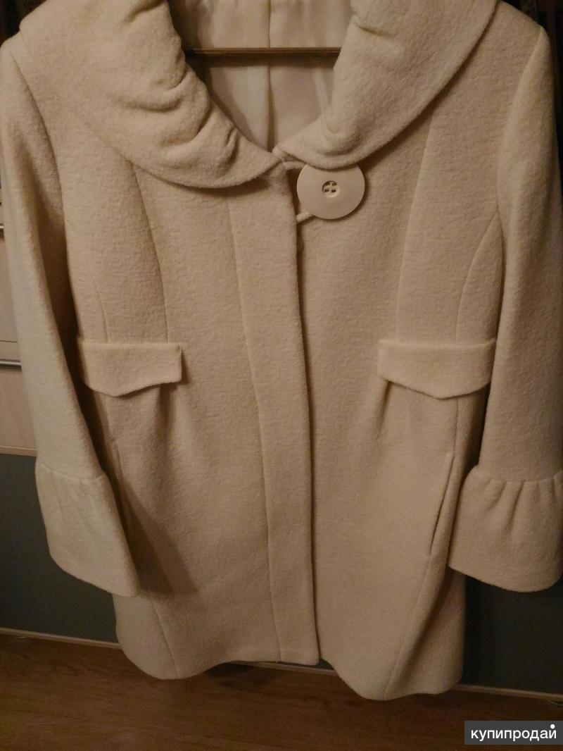 Пальто цвета слоновой кости