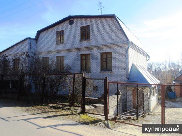 В тихом центре г.Брянска продается кирпичный дом-особняк. Документы готовы.