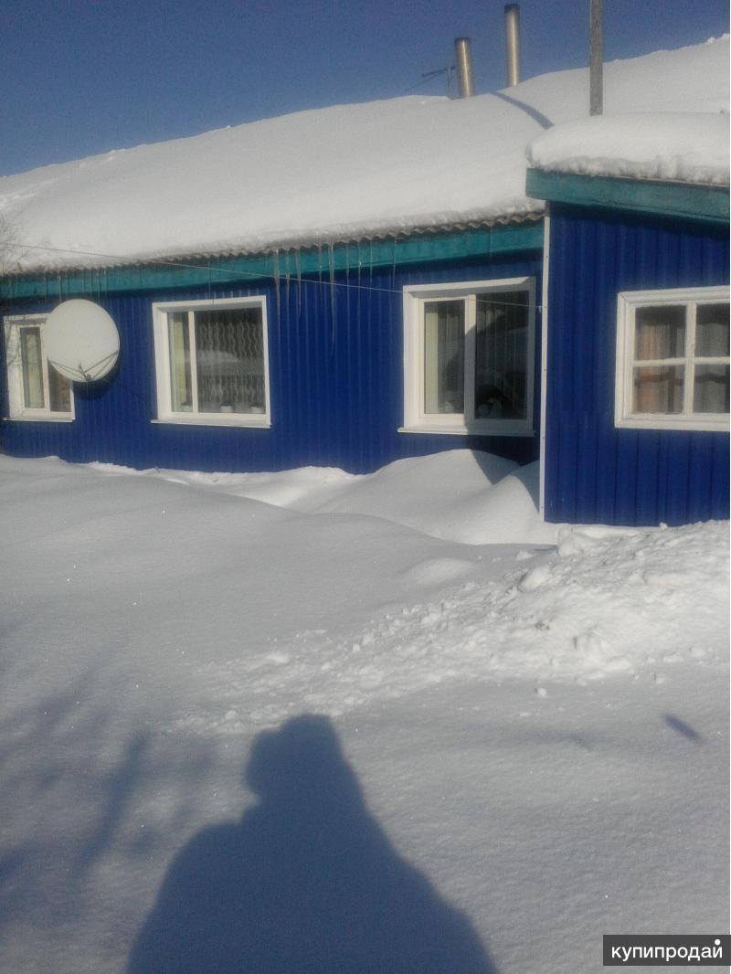 Породам бревенчатый тёплый дом.