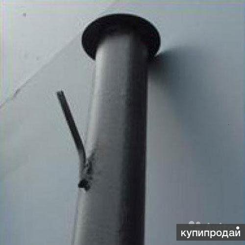 Металлические столбы под сетку-рабицу.