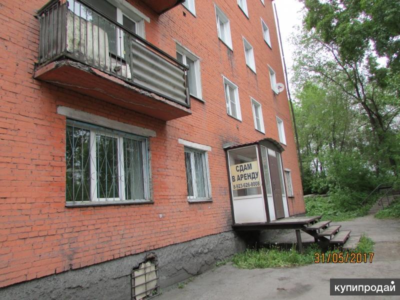 продам трехкомнатную квартиру в центре города