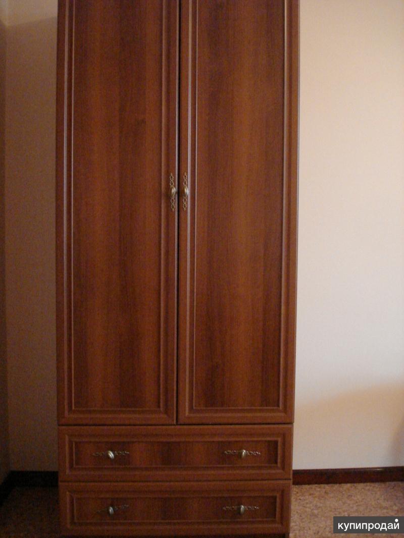 Новый двухстворчатый шкаф.