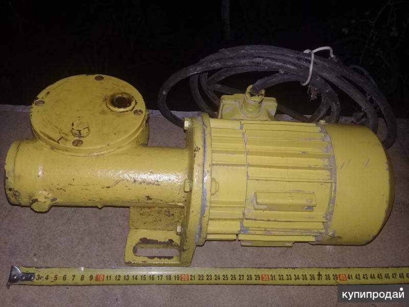 польский электродвигатель с редуктором