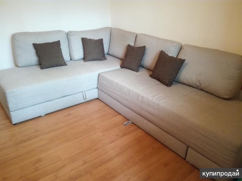Угловой деревянный диван