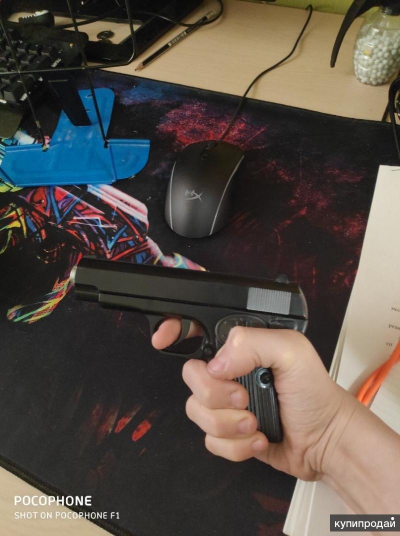 Пистолет пневматический и пластиковые патроны