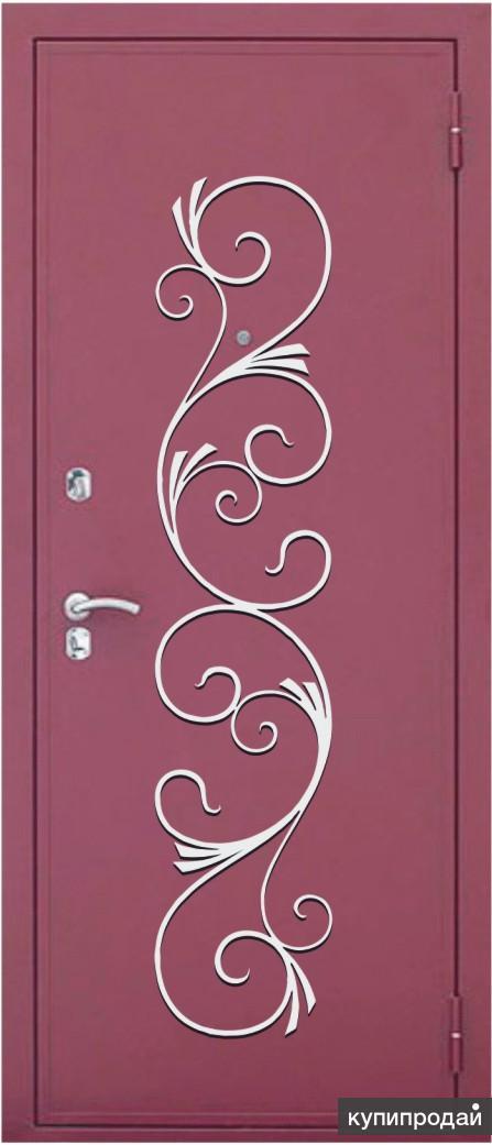 сейф-дверь с декоративной накладкой с элементами ковки