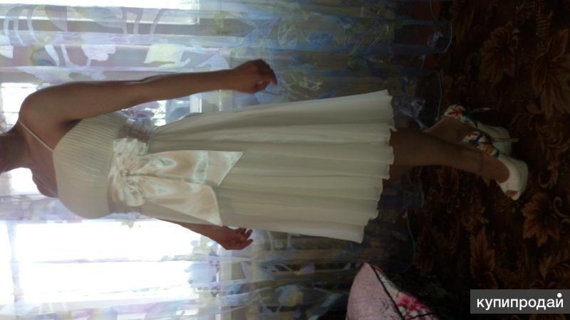 Продам платье праздничное,бежевого цвета.